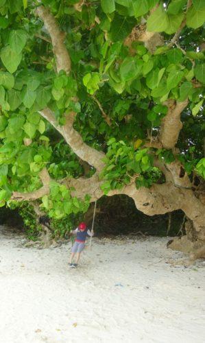 竹富島カイジ浜ブランコ